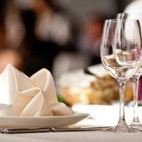 Modèle de pliage de serviettes en papier ou tissu, le sapin de Noël