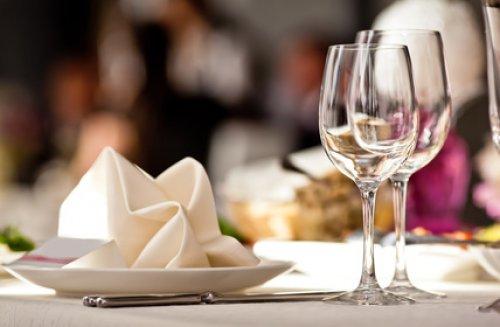Mod le de pliage de serviettes en papier ou tissu le - Pliage sapin de noel en papier ...
