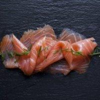 Recette de Noël, Saumon sauvage d'Ecosse fumé accompagné de tomates séchées et de sa crème accidulée