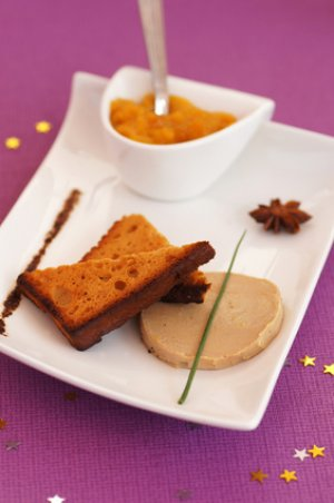 Recette de no l les bouch es de foie gras au pain d 39 pices avec une compot e de mangue - Decoration foie gras assiette ...