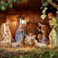 Les bergers et leurs agneaux dans la crèche de Noël