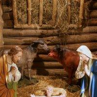 Marie et Joseph dans la crèche de Noël