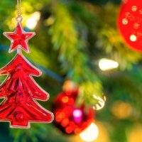 Décorer la cime du sapin de Noël