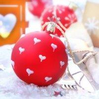 Décorer son sapin avec les boules de Noël en plastique transparent